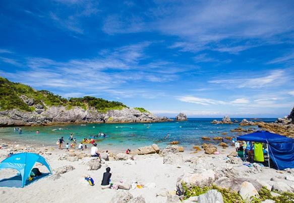 式根島-中の浦海水浴場