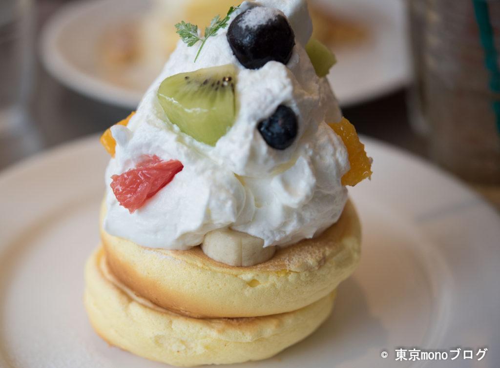 レインボーパンケーキ季節のフルーツ