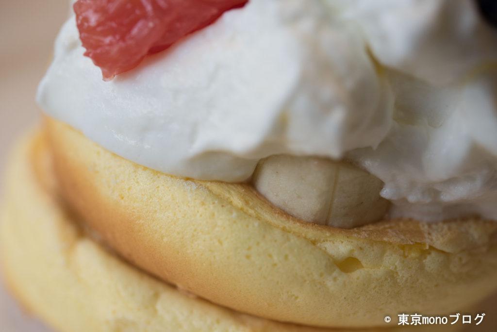 レインボーパンケーキ季節のフルーツ拡大写真