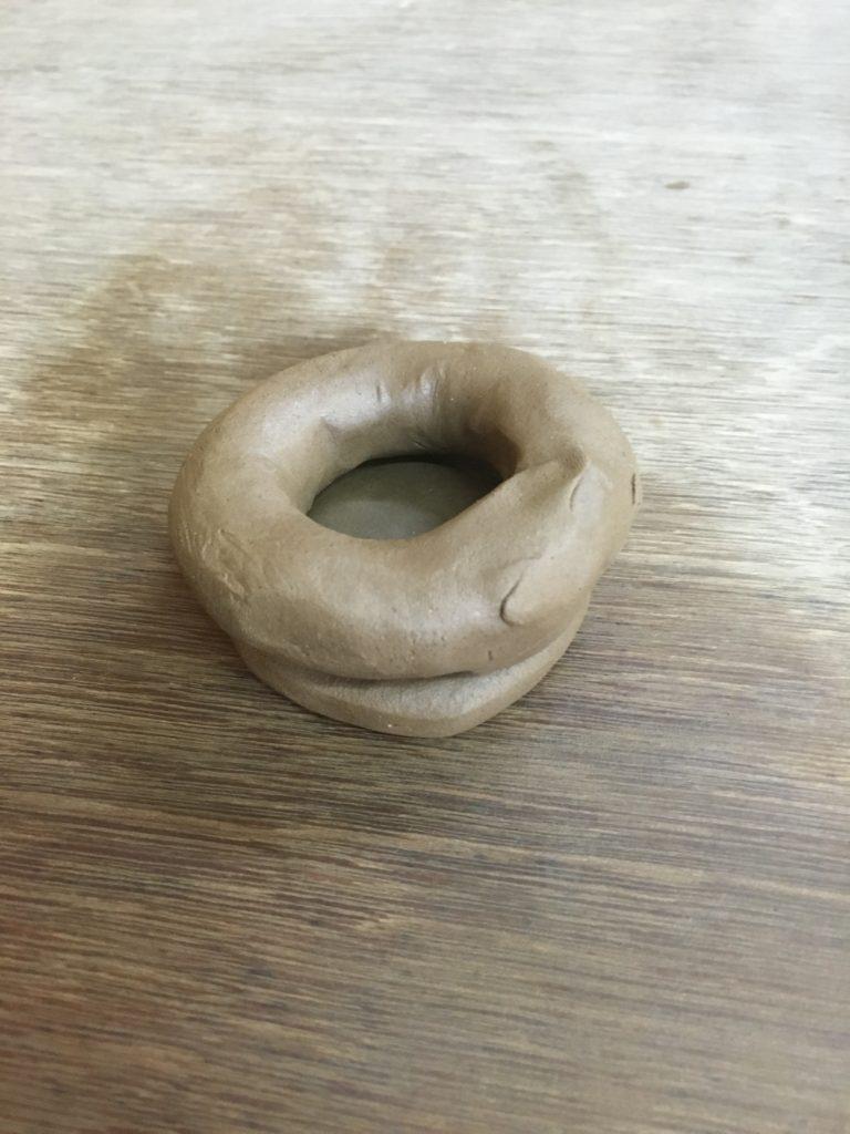 手びねり陶芸体験。粘土の連結。