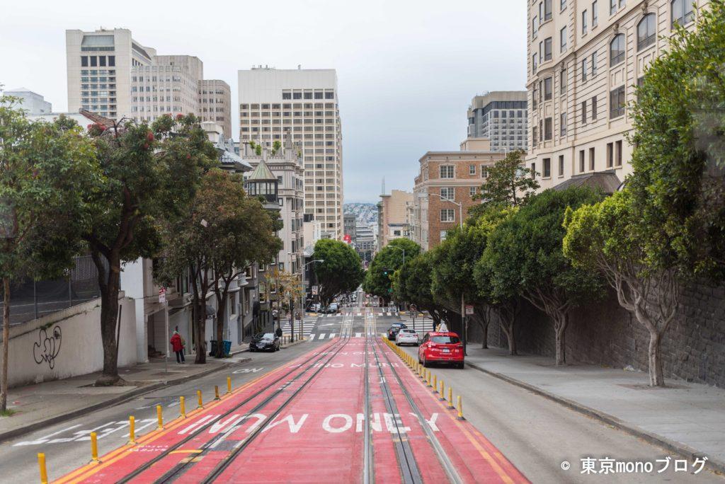 サンフランシスコのケーブルカーから見た坂