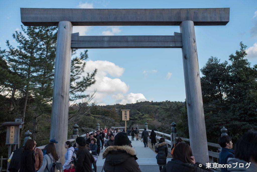 内宮入り口の立派な鳥居と橋