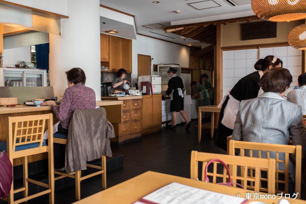てんぷらと和食山の上の店内の様子