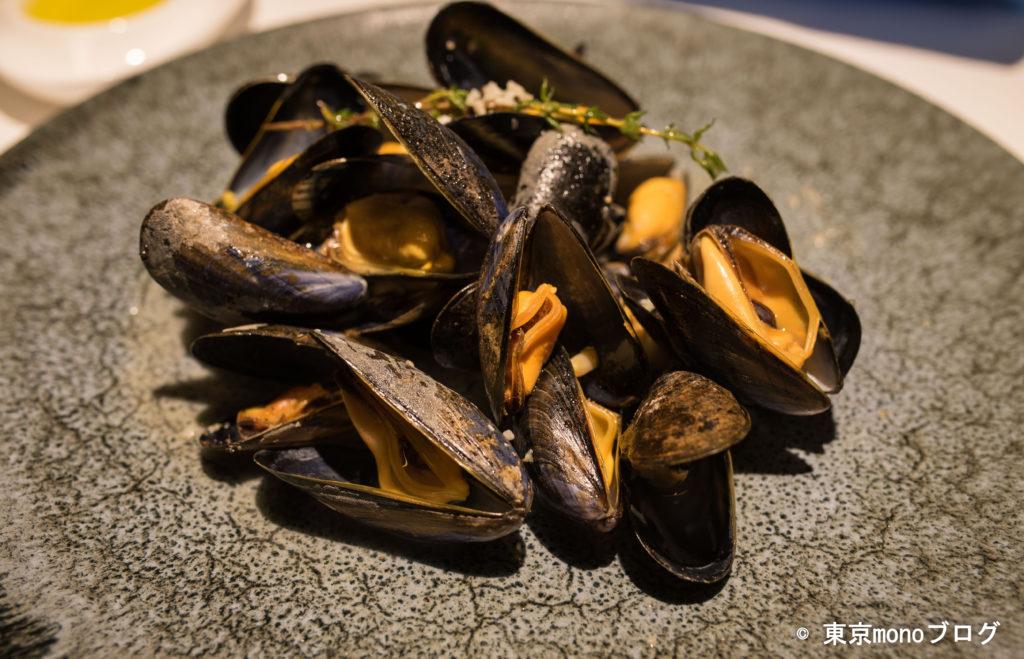 リストランテ・ヒロ青山 ムール貝の白ワイン蒸し アップで撮影