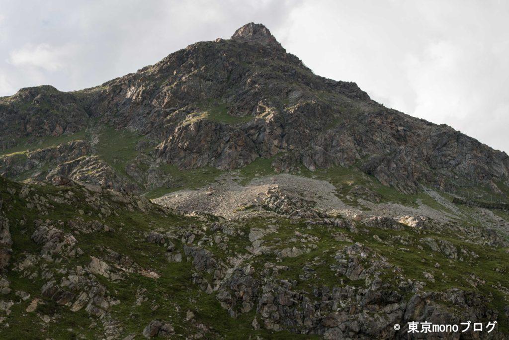 この山のどこかからマーモットと思われる鳴き声が聞こえた