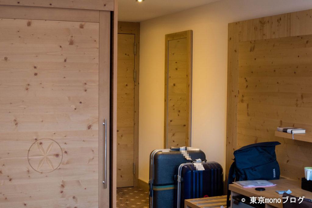 ニラ・アルピナの部屋の内装
