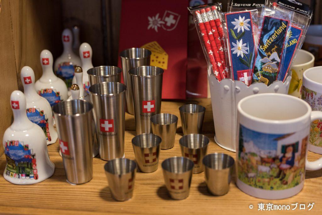 「wega」では様々なスイス土産が売っていました
