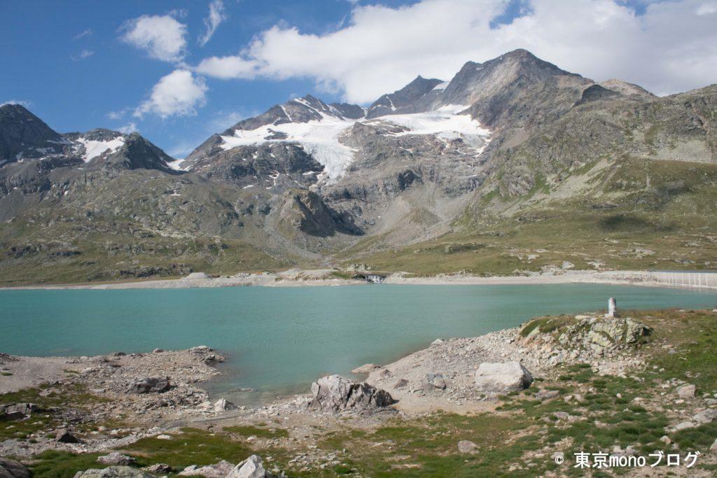 ベルニナ線沿線のビアンコ湖と氷河