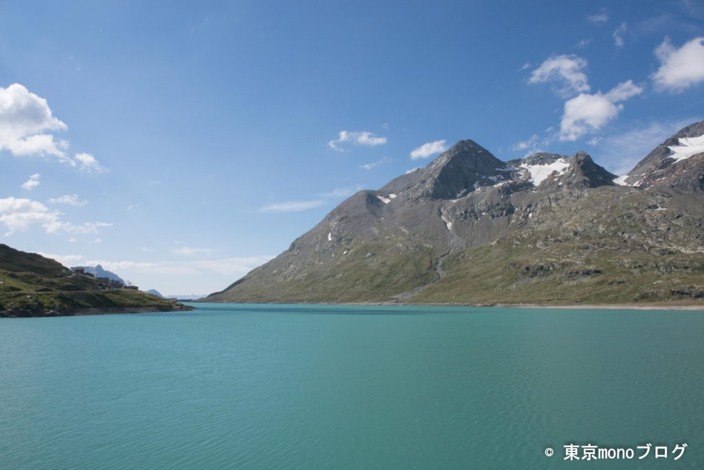ビアンコ湖の湖色は、嘘みたいな白みがかった水色