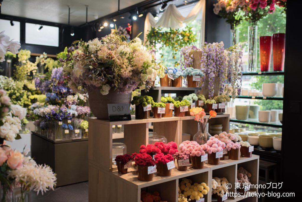様々な色・種類の造花を扱っています