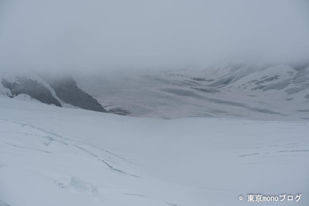 吹雪で景色が見れない