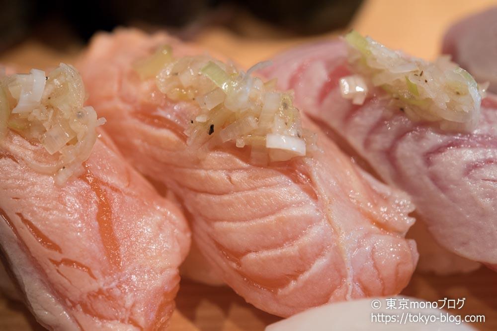 築地玉寿司の「炙りサーモン」