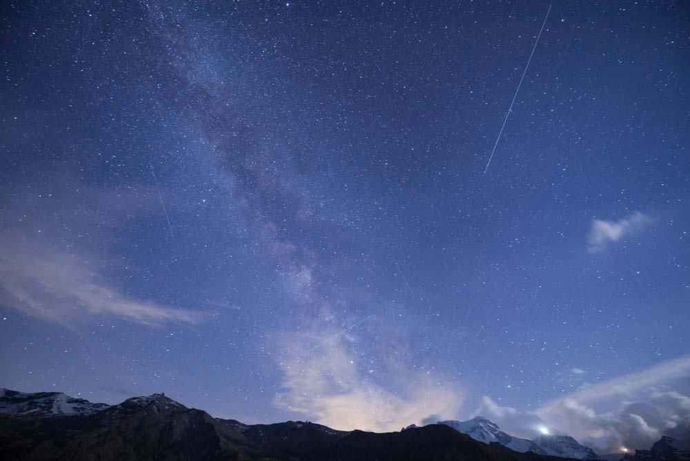 タムロン15-30mmF2.8の作例「スイスアルプスと星」